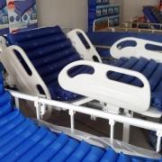 Çeşitli modellerde havalı hasta yatakları