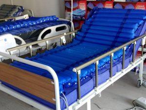 Bakımı yapılmış hasta yatakları